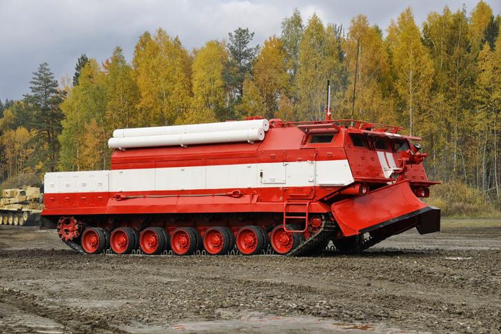 A legújabb orosz tűzoltó tank, immár T-80-as alvázon. A jármű távolról is irányítható