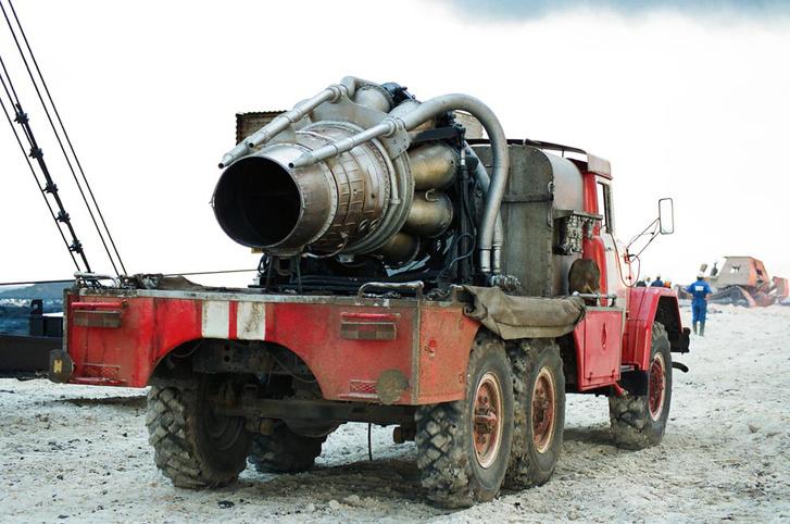 Orosz turbóreaktív tűzoltó ZIL-alvázon MIG-15 hajtóművével