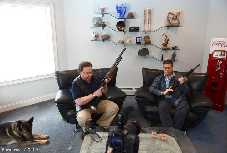 David Kenik és Robert Farago - fegyver nélkül nem tudják elképzelni az életüket