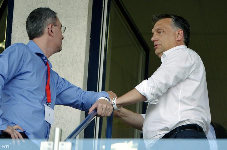 Garancsi István, a Videoton FC tulajdonosa és Orbán Viktor miniszterelnök a labdarúgó Európa Liga-selejtező első fordulójában játszott Videoton FC-Mladost Podgorica mérkőzésen a székesfehérvári Sóstói Stadionban 2013. július 4-én