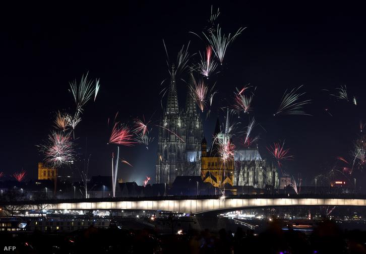 Köln belvárosa szilveszterkor.