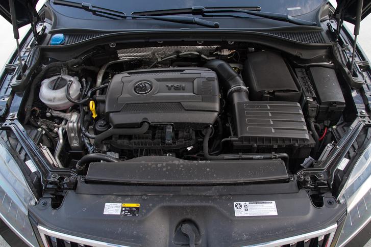 A 3,6 literes V(R)6-os motort elsodorta a downsizing, ez a 280 lovas TSI pótolja, fogyasztásban is