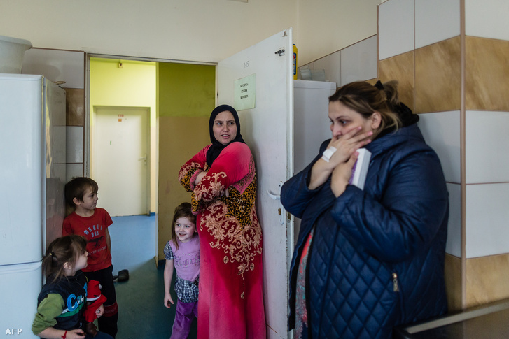 Menekült család egy lengyel menekültszálláson