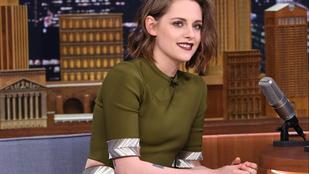 Kristen Stewart ruhája annyira szűk, hogy olyan, mintha meztelen lenne