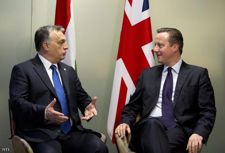 Orbán Viktor miniszterelnök (b) és David Cameron brit kormányfő kétoldalú megbeszélése az Európai Unió brüsszeli csúcstalálkozójának második napján 2015. december 18-án.