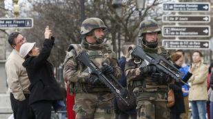Késes merénylő akart berontani a párizsi rendőrségre, lelőtték