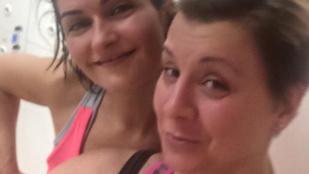Varga Izabella és Ábel Anita saját izzadt fejükön szórakoznak