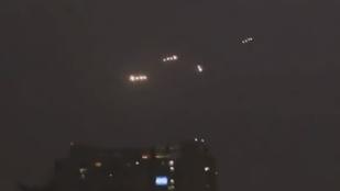 Kötelékben repülő fénygömböket videóztak le a chilei főváros felett