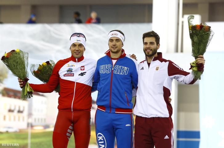 Zbigniew Brodka,Gyenyisz Juszkov és Nagy Konrád a gyorskorcsolya világbajnokság 500 méteres döntőjének eredményhirdetésén 2016. január 9-én.