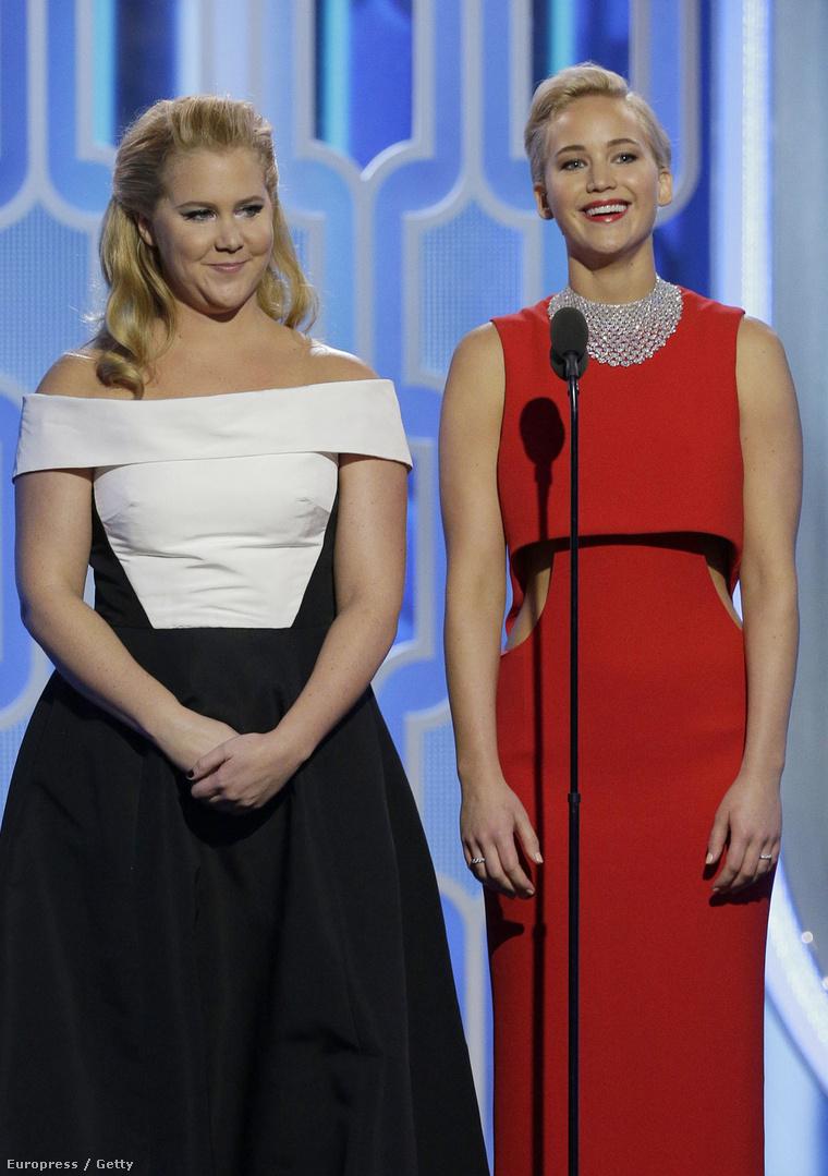 Bár azt ígérték, egyforma ruhában mennek, mégsem tették. Persze kérdés, hogy Schumeren hogy állt volna ez a piros ruha, de talán jobban mint ez.