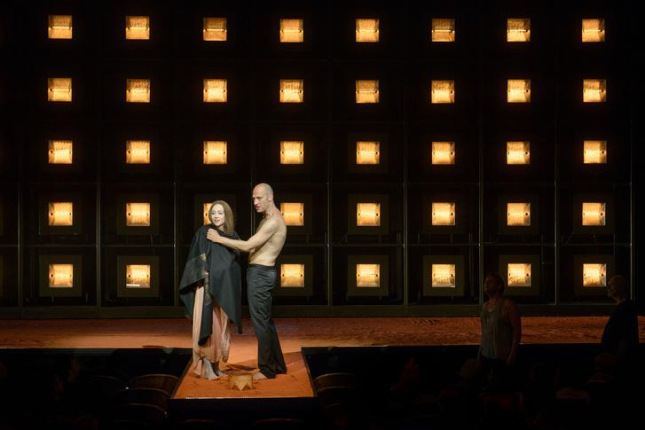 Antigone - Burgtheater