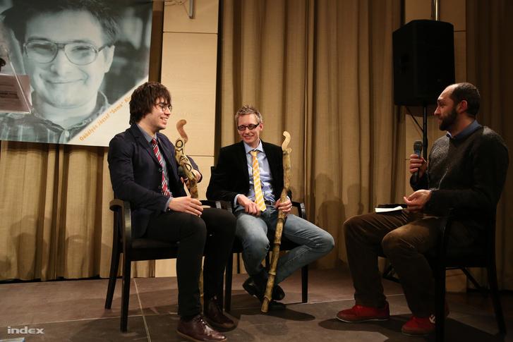Az idei nyertesek Panyi Szabolcs és Dezső András beszélget a tavalyi győztes, szintén indexes Szalai Bálinttal.