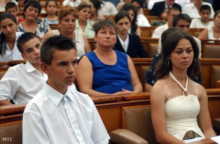 A Magyarországi Cigányokért Közalapítvány Czinka Panna ösztöndíjas cigány tanulói a parlamentben
