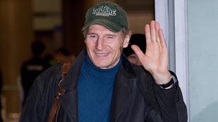 Látják? Liam Neeson egészséges!