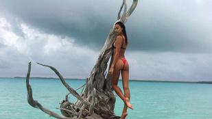 Irina Shayk bikiniben bemutatja, hogyan kell a tengerben pózolni