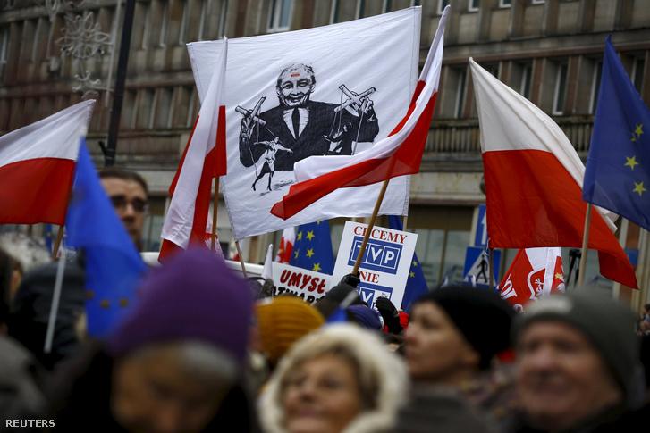 Január 9-én a sajtószabadságért tüntettek Lengyelországban