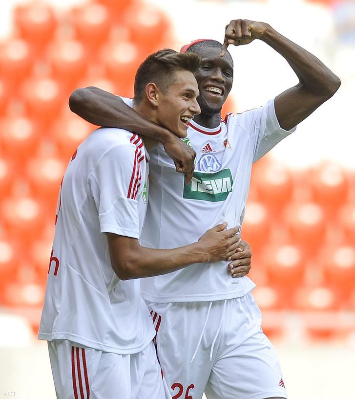 Balogh Norbert és Ibrahima Sidibe a Debreceni VSC - Skonto FC visszavágó mérkőzésen a debreceni Nagyerdei Stadionban 2015. július 23-án.