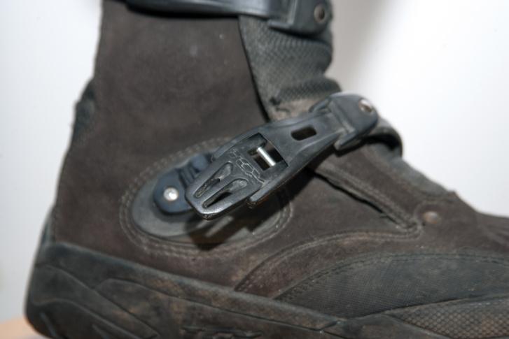 A csatok jó minőségűek, ráadásul ha nincsenek bekapcsolva, akkor sem esnek ki egy kis sétánál
