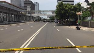 Legalább hat bomba robbant Jakartában