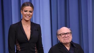 Khloe Kardashian egy igazi óriásnak tűnik Danny DeVito mellett