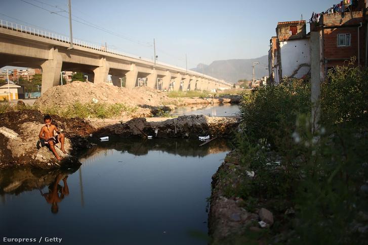 A riói építkezések közelében található gödrökben felgyűlt vízben elszaporodtak a szúnyogok