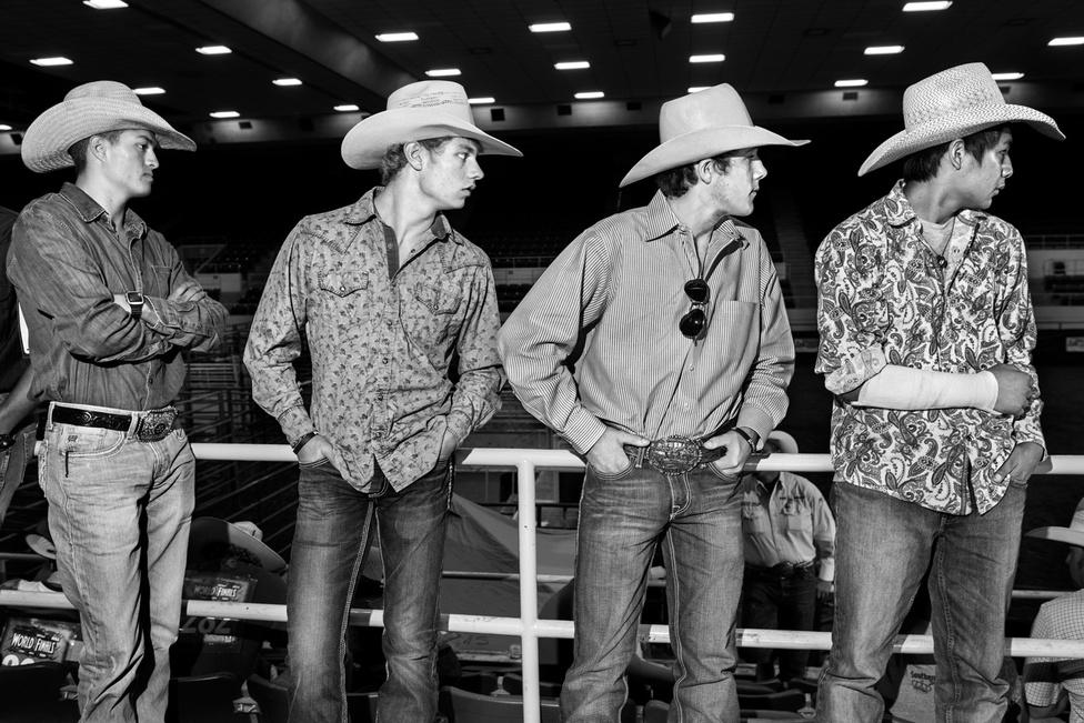 A rodeó veszélyességéről a legjobb adatokat egy Dale Butterwick nevű sportsérülés-szakértő szedte össze: három év munkájával épített fel egy adatbázist orvosoktól kapott információk és rodeósok önbevallása alapján. 1989 és 2009 között összesen 21 versenyző halt meg az Egyesült Államokban és Kanadában. Közülük 16-an bikarodeósok voltak, egyikük egy 12 éves fiú. 28 másik versenyző olyan sérülést szenvedett, amely örökre megváltoztatta az életét.