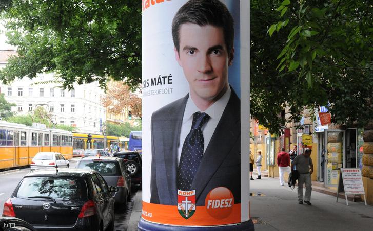 Kocsis Máté kampányplakátja egy Mahir oszlopon (2010.)