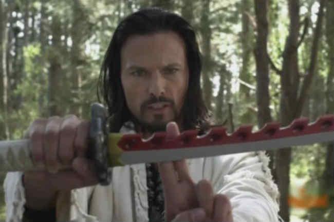 Ricardo-Medina-actor-holding-sword