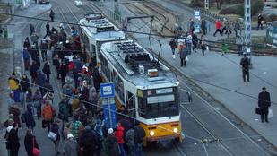 Összeverekedtek az utasok a BKV-ellenőrökkel a 28-as villamoson