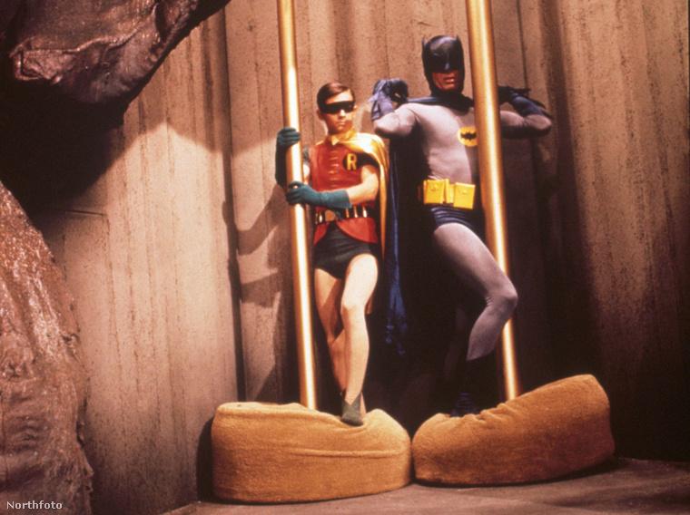 Ez még nem az 1997-es Batman mozifilm, hanem a Batman tévésorozat a '60-as évekből. Azért egy hangyányit már ez is buzis volt