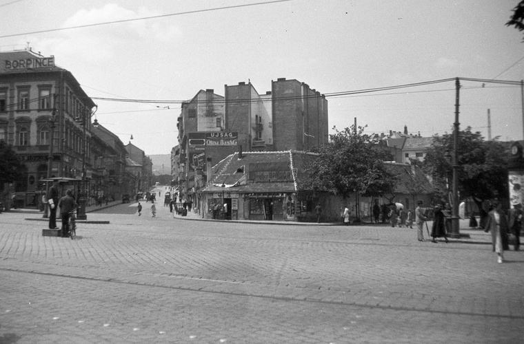 Balra a Retek utca, jobbra a Lövőház - köztük pedig a pre-Mammut I.