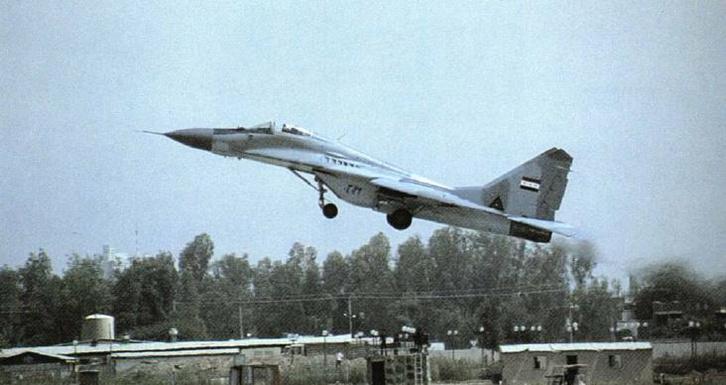 Az iraki légierő MiG-29-ese felszállás közben