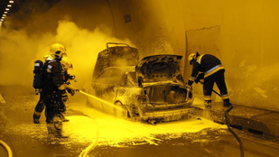 A tökéletes égést produkálta ez az autó az M6-os autópálya algútjában
