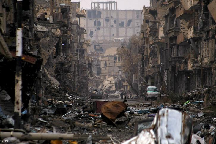 Deir Ez-Zór egyik lerombolt utcája 2014-ben.
