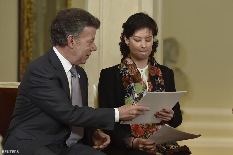 A 35 éves Natalia Ponce de Leon és a kolumbiai elnök, Juan Manuel Santos