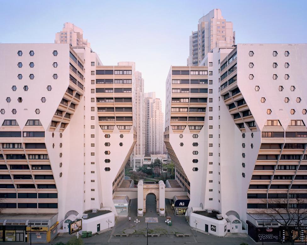 Az Orgues de Flandre (szabad fordításban: flandriai orgonák) épületegyüttes Párizs XIX. kerületében egy 2014-es képen. A jellegzetes, kicsavart architektúrájú toronyházakat Martin van Treeck álmodta meg, a megépítése 1974-től 1980-ig tartott.