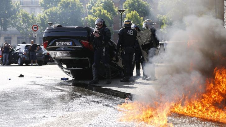 A francia taxisok sokkal durvábban tüntettek