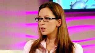 Ön szerint jól áll a szemüveg Demcsák Zsuzsának?