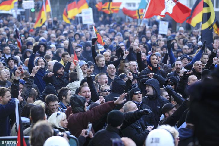 Menekült ellenes tüntetés Kölnben, 2016. január 9-én.