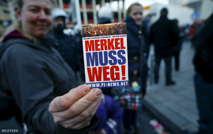 """Merkelnek mennie kell"""