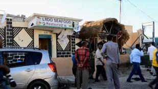 Legalább 20 halottja van a szomáliai terrortámadásnak