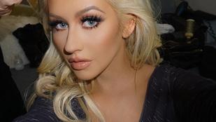 Christina Aguilera a régi fotói közt turkált
