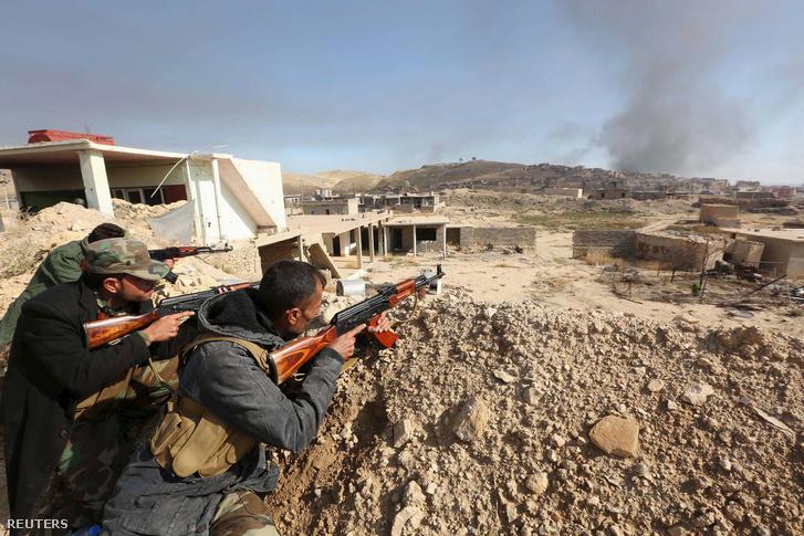 Kurd harcos Szindzsár ostrománál, 2015. november 17-én
