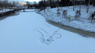 Visszatért Göteborgba az óriási hópénisz