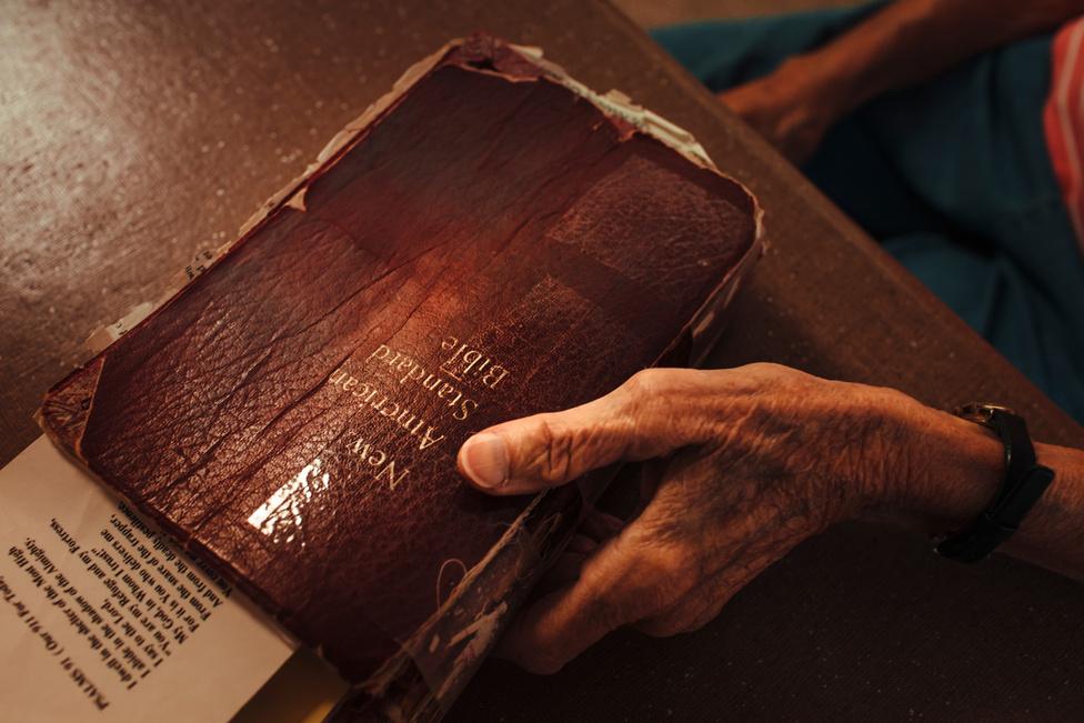 A legtöbb Colorado állambeli vidéki, földműves család a Bibliához fordul segítségért és megerősítésért a nehéz időszakok alatt. A család matriarchája, Deanna gyakran a könyv sorait használja, hogy tanácsokat adjon a többieknek.