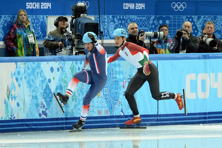 Liu Shaolin Sándort a bírók juttatták tovább, úgy döntöttek, hogy Thibaut Fauconnet hibájából esett el a szocsi téli olimpián 2014-ben