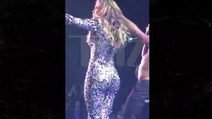Instant villantás: Jennifer Lopez feneke szétfeszítette a ruhát