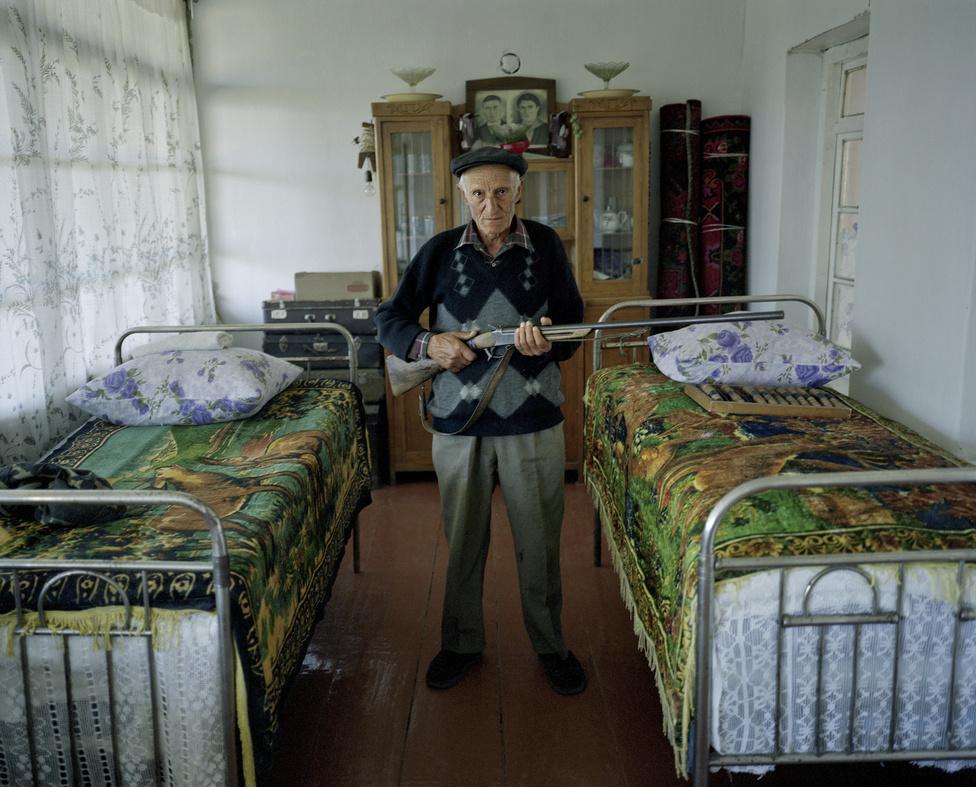 HegyiKarabakh Társadalomábrázolás, dokumentarista fotográfia (sorozat). 1. hely