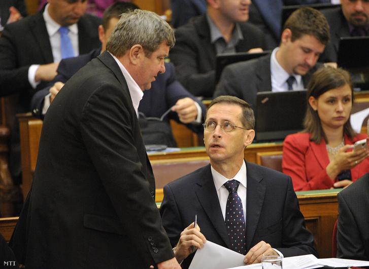 Varga Mihály nemzetgazdasági miniszter és Tállai András Nemzetgazdasági Minisztérium parlamenti államtitkára