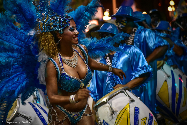 Látványos volt a felvonulás, ahogy a dél-amerikaiaktól megszoktuk. Persze könnyű nekik, ott nem mínusz tízben kell karneválozni!